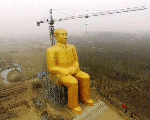 Giant statue of Chairman Mao in China