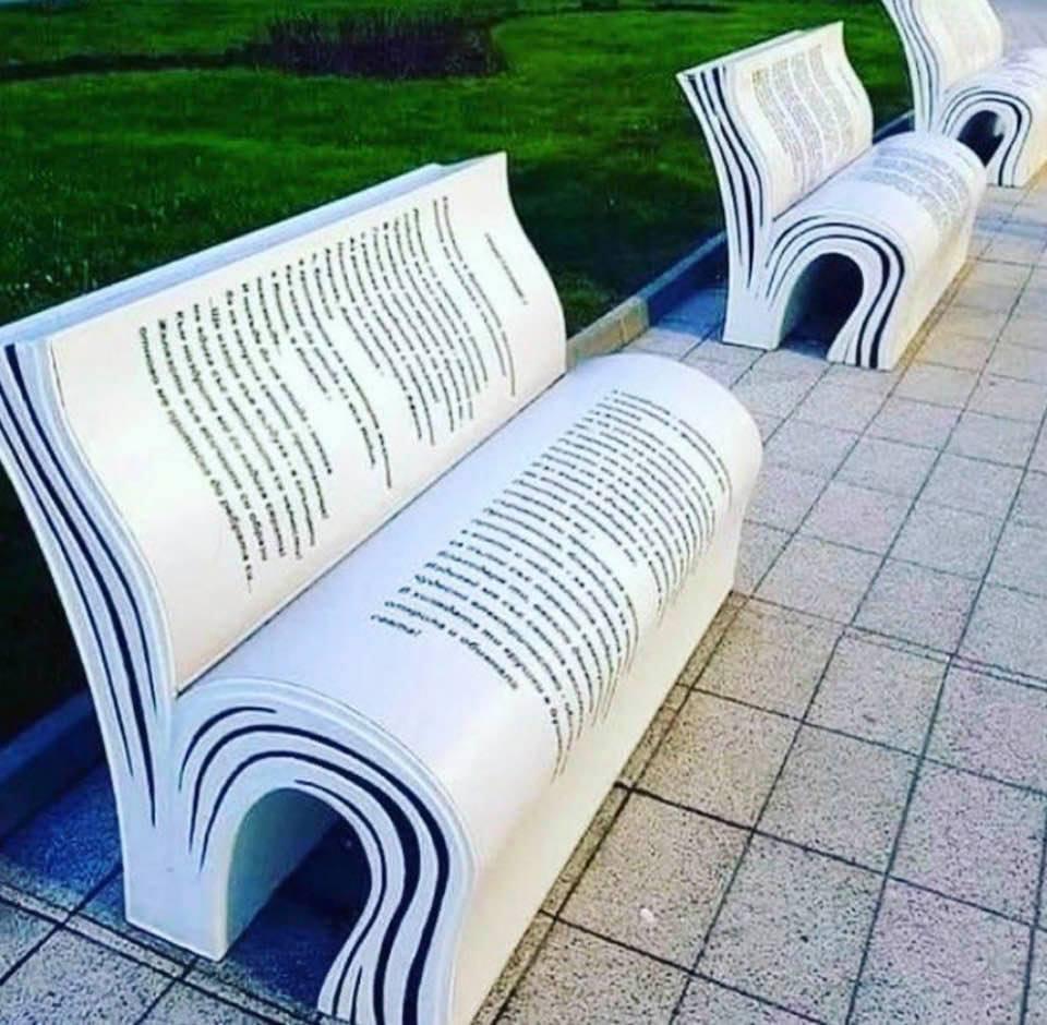 Park-bench design for avid book readers