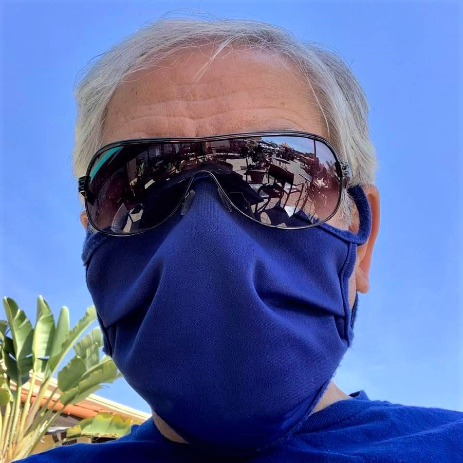 Selfie taken during my walk on Sunday 2/28: No, I didn't rob a bank!