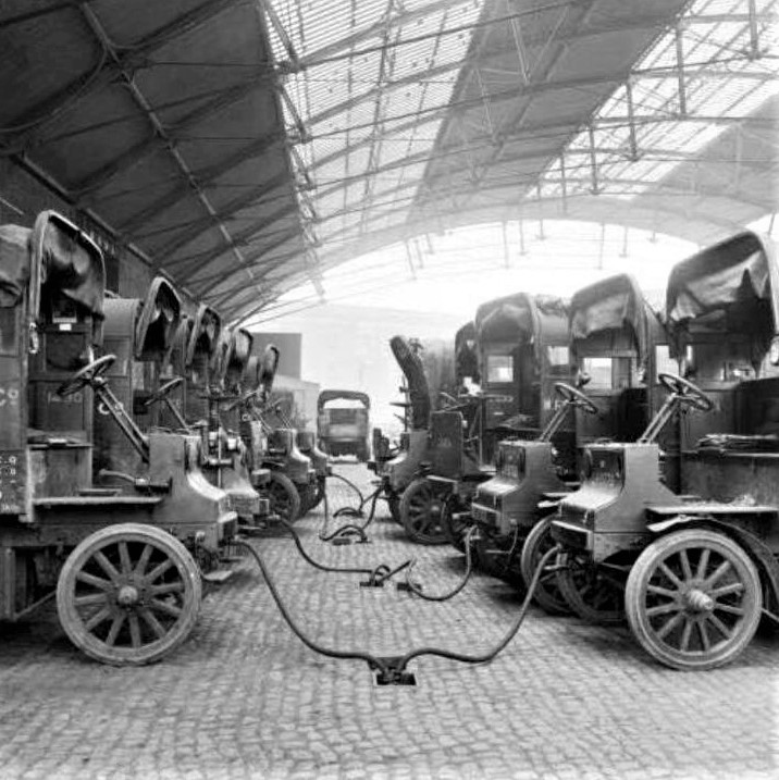A large number of electric cars being charged in 1917